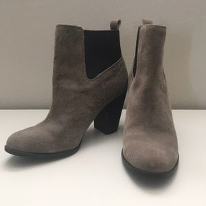 Julianne Hough Sole Soc Size 8 Grey Suede Booties